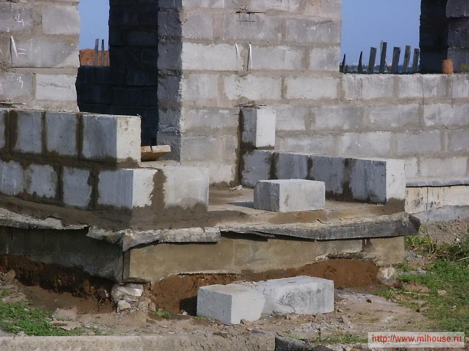 Крыльцо своими руками: деревянное, бетонное, из металла