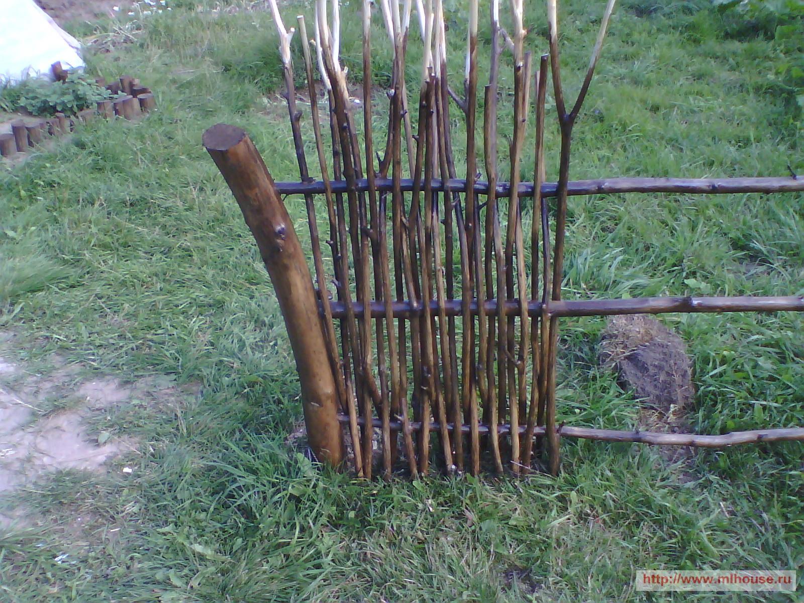 Как сделать заборчик из прутьев своими руками