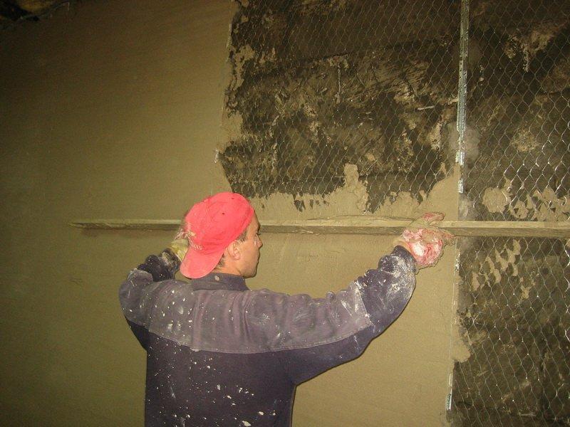 Как оштукатурить деревянные стены своими руками